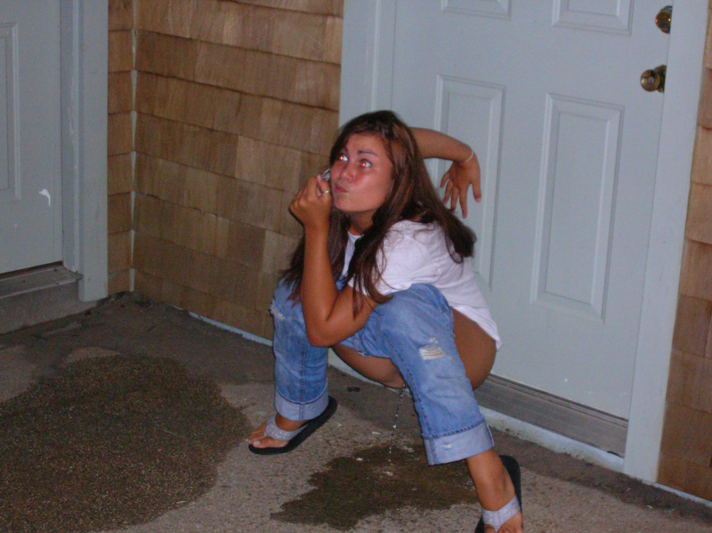 Girl Caught Peeing Pic