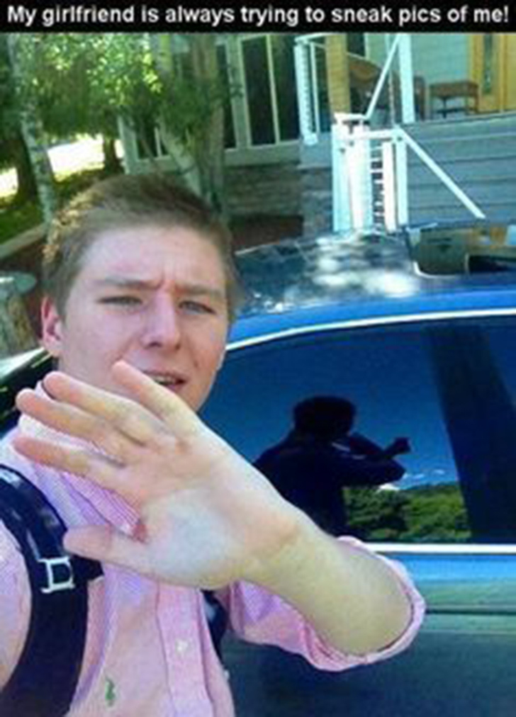 20后偷拍自拍视频_24个已经被「反射背叛到尸骨无存」的可怜自拍人.
