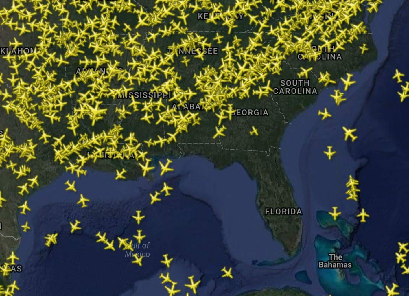13 - Flight tracker showing planes avoiding florida Avoiding Florida: take a look at the current flight tracker, barely any airplane dares fly near it