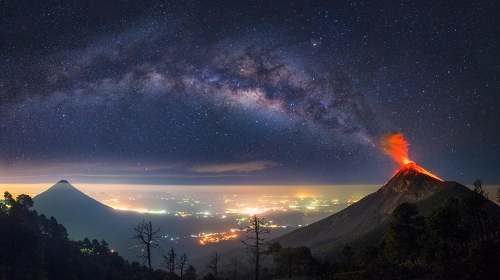 22 - The Milky Way coming out of an erupting volcano, Guatemala