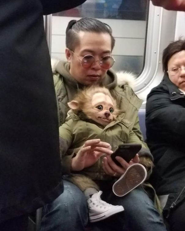 4 - 30 weird sights spotted on the subway
