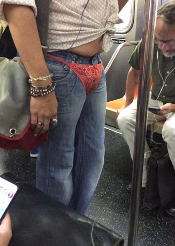 19 - 30 weird sights spotted on the subway