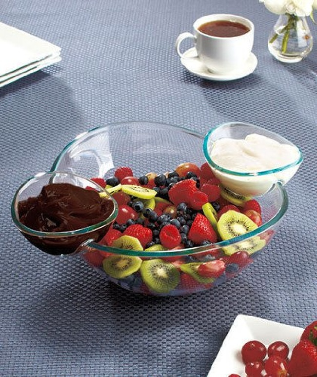 3 - A bowl with attachable dipping bowls