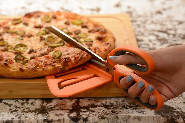 23 - Pizza scissors
