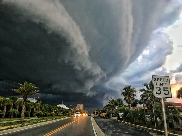 21 - A storm rolling into Florida