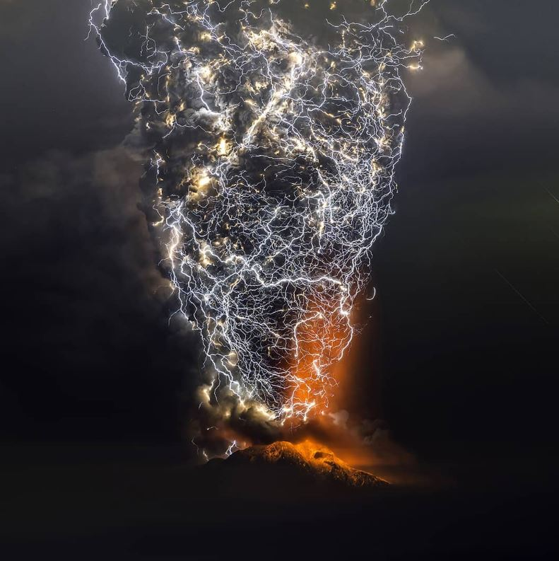 6 - A storm during a volcanic eruption