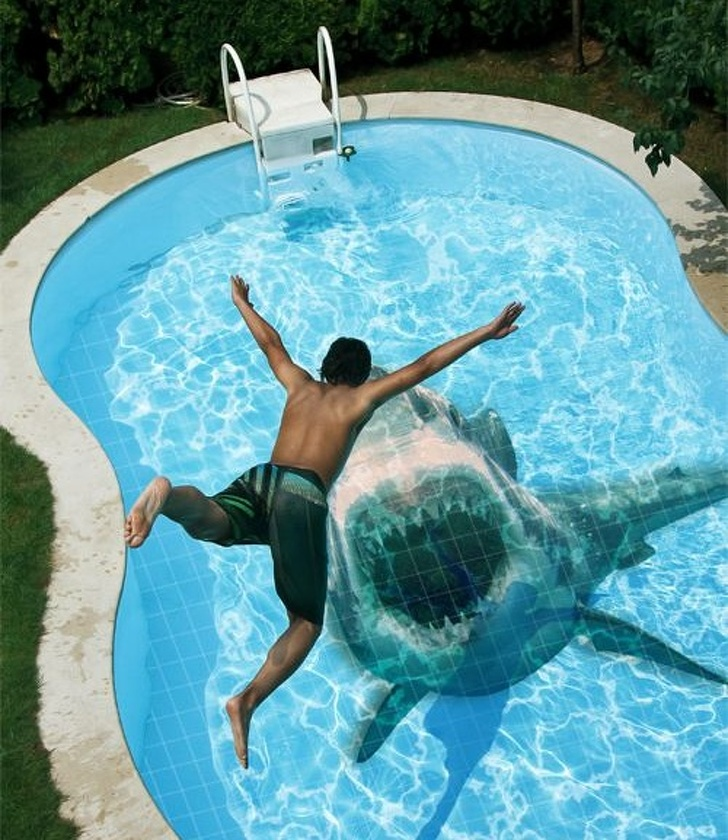 1 - Surprise your guests with unique and terrifying swimming pool tiles.