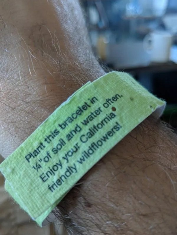 1 - This event bracelet can be planted.