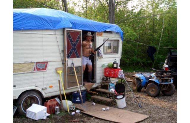 1 - Funny pic of a redneck living in a trailer in Alabama Alabama