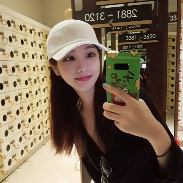 6 - Young Korean Teacher Is Getting A Lot Of Attention On Instagram