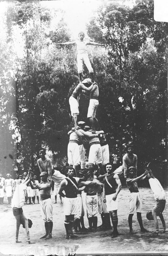 8 - An acrobatic troupe in Madagascar, 1900.