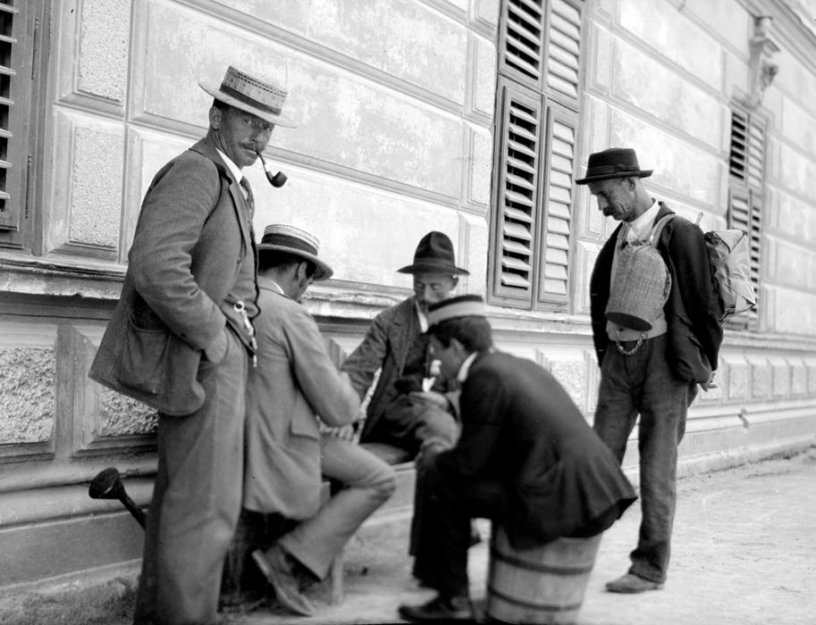 22 - Men playing cards on the streets of Berlin, Germany in 1904.