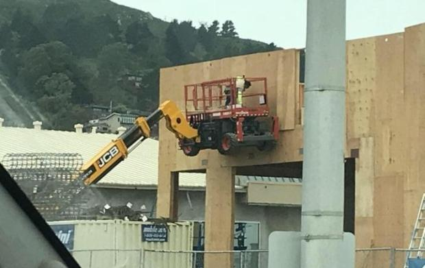 15 - 21 Pics Of Safety Violations That Will Almost Make You Hear The Ambulance