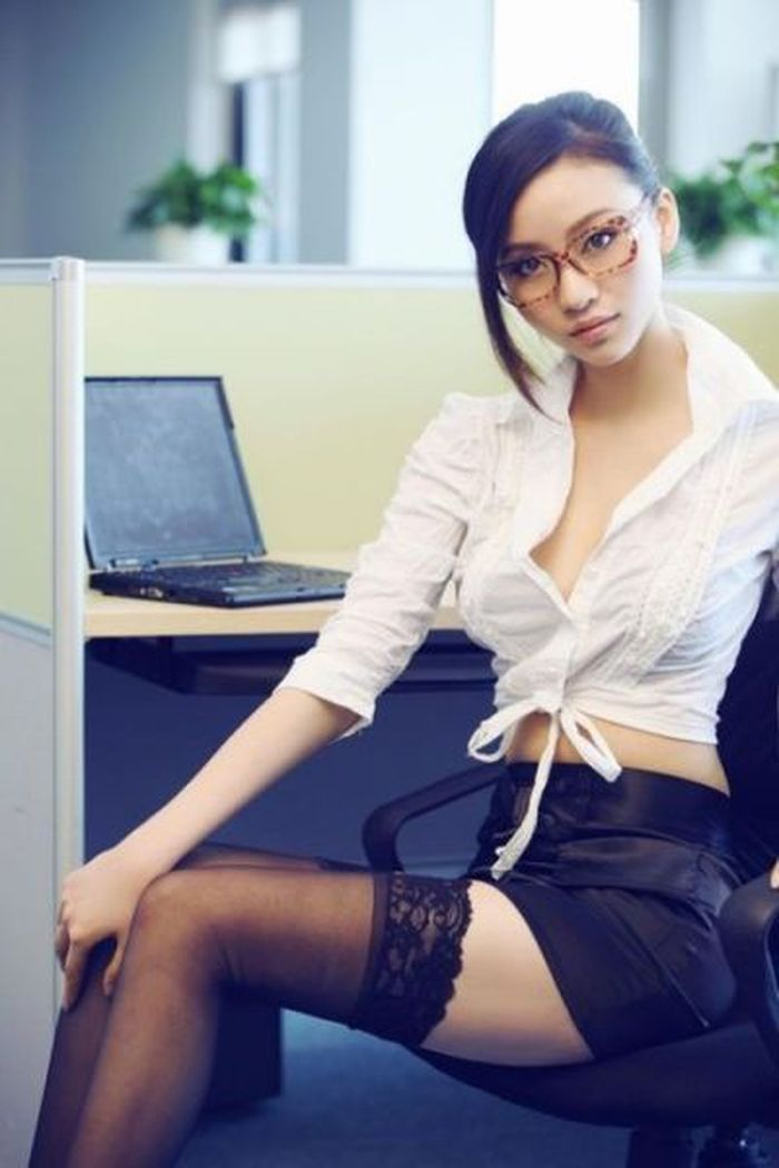 Asian Work Porn - 8 - 20% of men admit to viewing porn at work during the working week