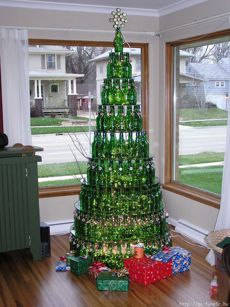 Amazing beer bottle christmas tree picture ebaum 39 s world for How to make a beer bottle christmas tree