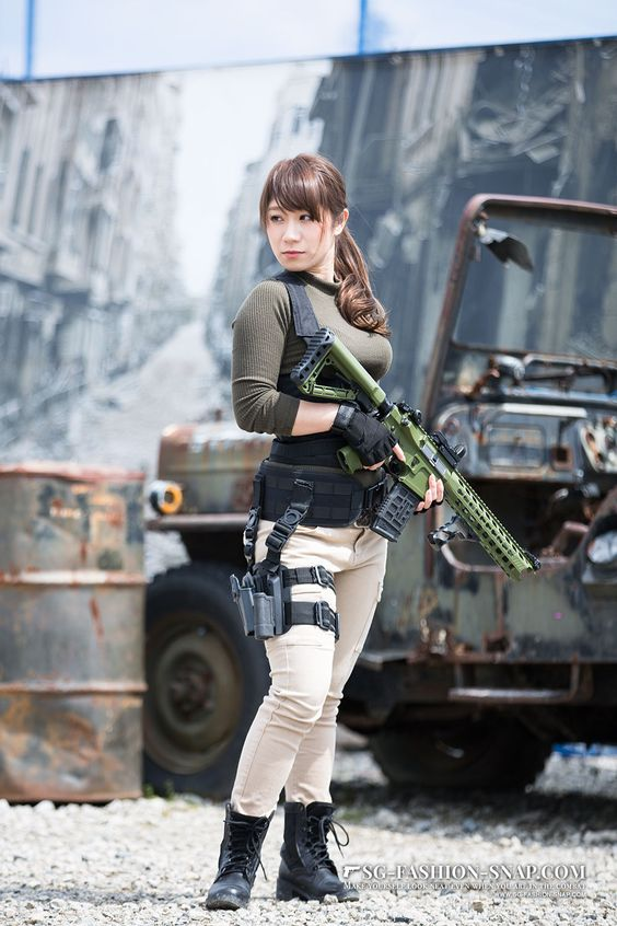 9 - 36 Badass Military Girls That Will Make You Want Women Register For The Draft