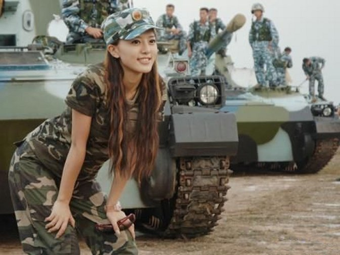 15 - 36 Badass Military Girls That Will Make You Want Women Register For The Draft