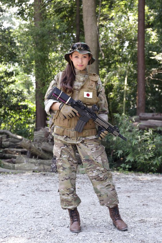 20 - 36 Badass Military Girls That Will Make You Want Women Register For The Draft