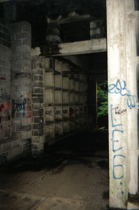 Abandoned Cars In Dubai >> Creepy abandoned mausoleum - Gallery | eBaum's World