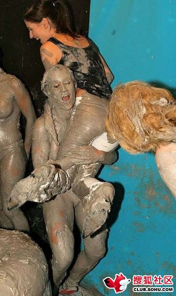 Female Mud Wrestling Photo Gallery 38
