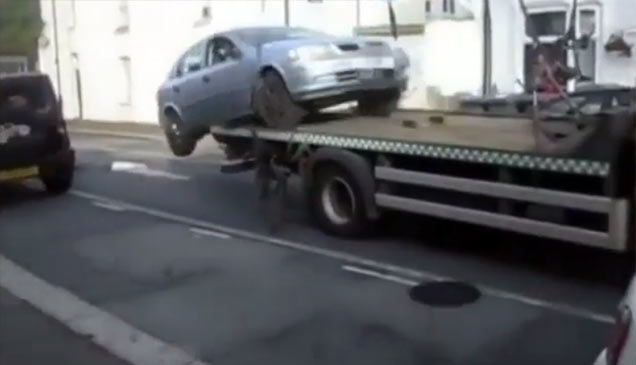 man drives car off tow truck to avoid fine wtf video ebaum 39 s world. Black Bedroom Furniture Sets. Home Design Ideas