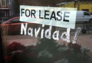 window sign that says for lease navidad