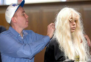 guy photoshops himself into a picture of amanda bynes at court