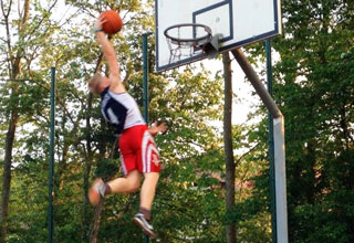 small white kid dunking