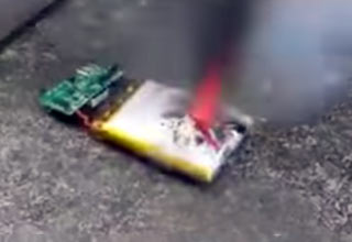 cell phone batter catches on fire and