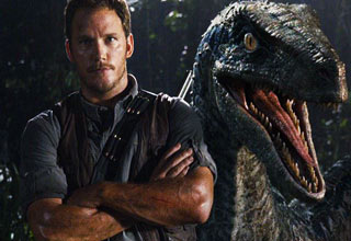chris pratt in front of an animatronic dinosaur