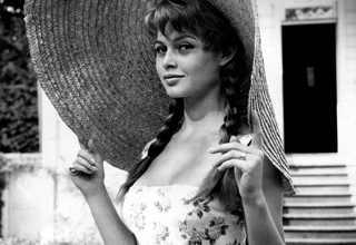 Bridgitte Bardot looking like a hot babe in a big hat.