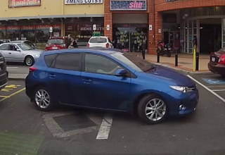 blue car cant park