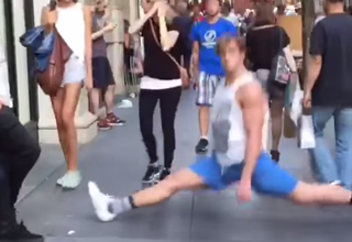 Funny! This Guy's Sudden Splits Stun People in NYC