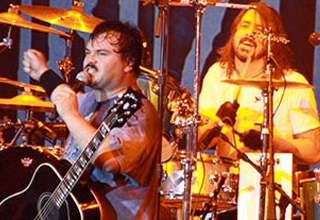 18 Pics That Prove Dave Grohl is Awesome