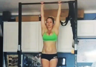 This Girl's Ab Strength Is Impressive