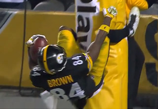 Antonio Brown Smashes His Nuts After Returning A Punt