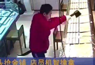 Brave Jewelry Store Employee Subdues Axe-Wielding Robber