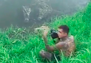 Idiot Photographer Barely Escapes Crocodile Attack
