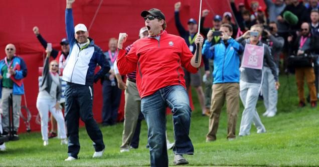 Heckler David Johnson celebrates sinking 12 foot putt at Ryder Cup