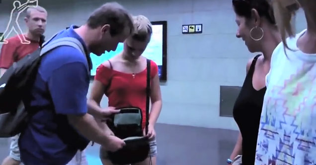 couple looks through their bag after getting pick pocket