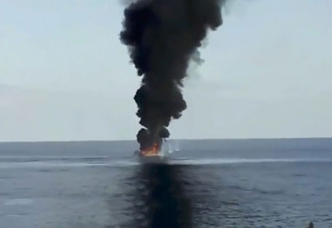 somali pirates attack shipping vessels