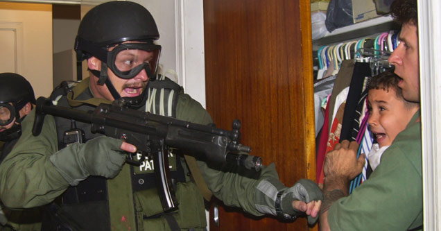 Cover for Pulitzer Prize Winning Photos - Elian Gonzales gets arrested by military forces