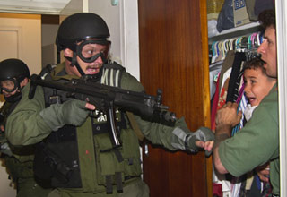 us military forces remove elian gonzalez - Cover photo for Pulitzer Prize Winning Photographs part 2