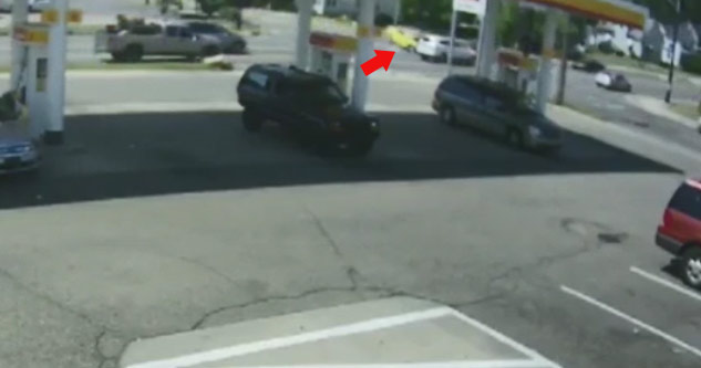 car runs red light and causes huge accident