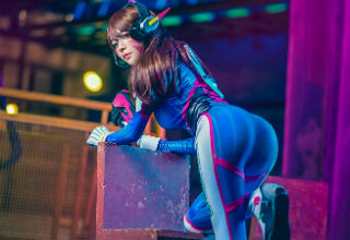 10 Awesome (And Hot) Overwatch Cosplays
