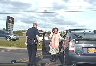 woman fakes a panic attack while getting a ticket