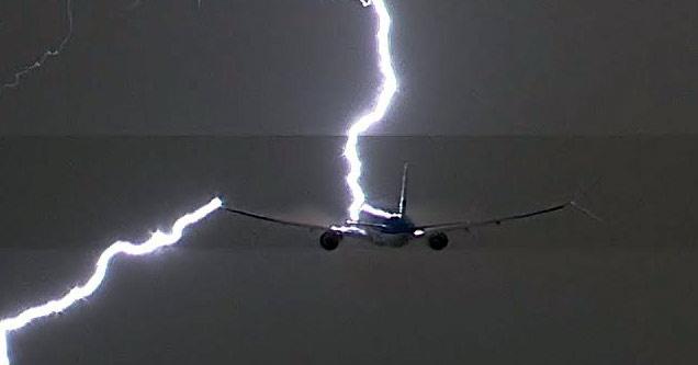 Intense Lightning STrike On A Boeing 777 During Take Off