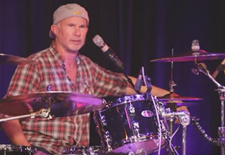 chad smith gets pissed at a fan
