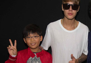 justin bieber with korean fans