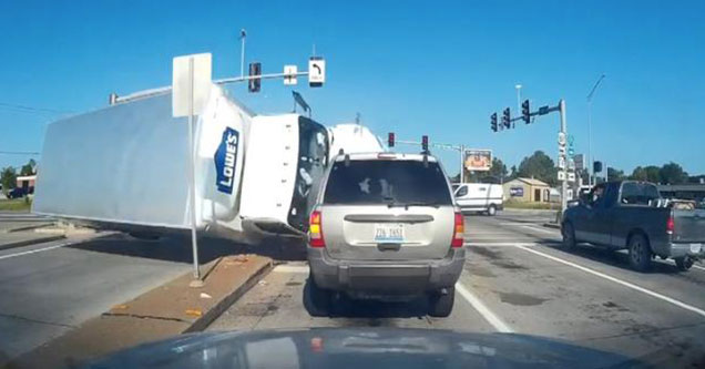 lowes truck flipping over at an intersection